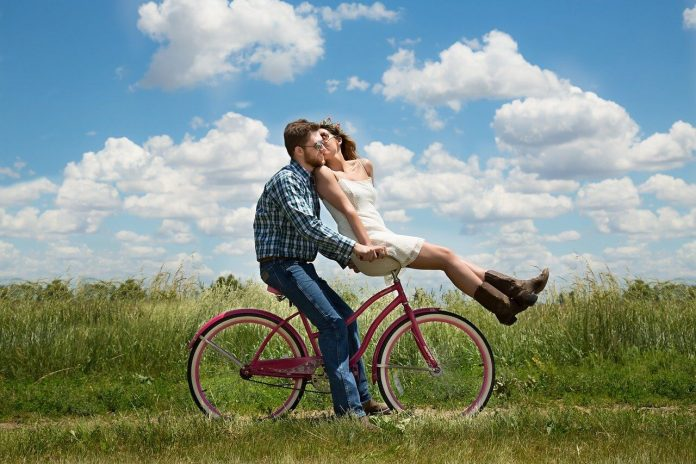 8 Types of Dating Relationships - Which One Are You In